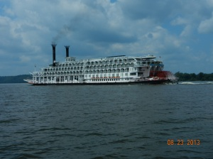 "Paddleboat ""American Queen"" going upriver"