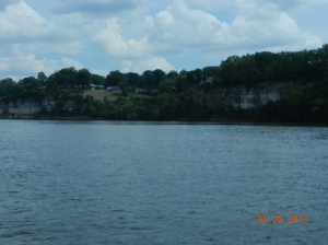 Cliffs and homes along the river near Muscle Shoals